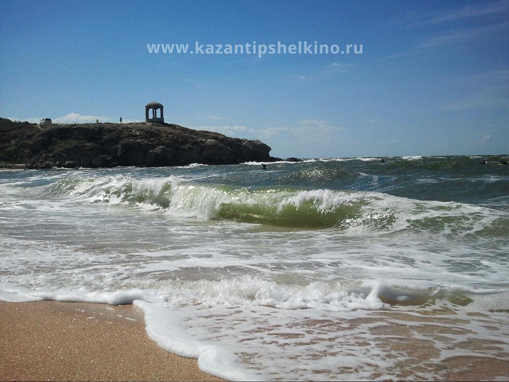 пляж в Щелкино возле коттеджа Казантип